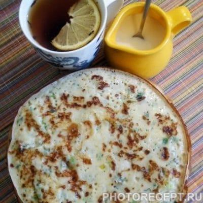 Блины с сыром и зеленью на кефире - рецепт с фото
