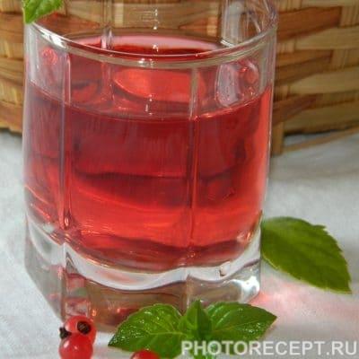 Фото рецепта - Компот из красной смородины на зиму - шаг 8
