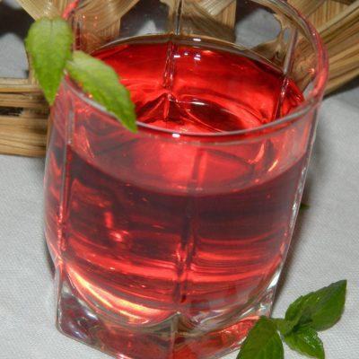 Компот из красной смородины на зиму - рецепт с фото
