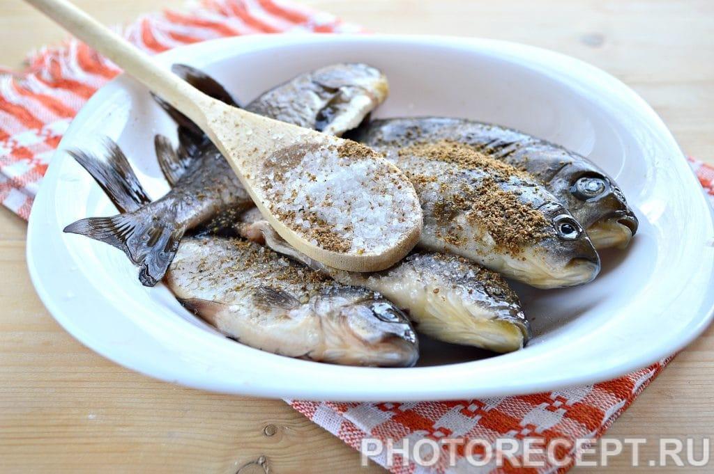 Фото рецепта - Рыба тушеная в сметане - шаг 2