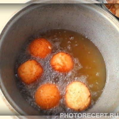 Фото рецепта - Творожные пончики - шаг 4