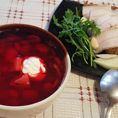 Украинский борщ с домашней курицей и фасолью - рецепт с фото