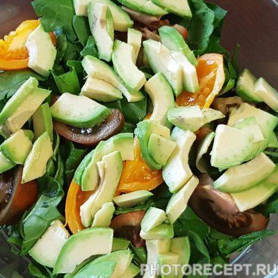 Фото рецепта - Салат из авокадо и шпината - шаг 3