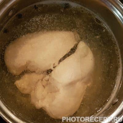 Фото рецепта - Слоеный салат с курицей и яблоком - шаг 1