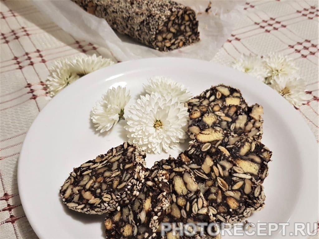 Фото рецепта - Домашняя шоколадная колбаска из печенья - шаг 5