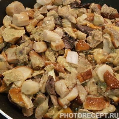 Фото рецепта - Пикантный рис с белыми грибами в сметанном соусе - шаг 2