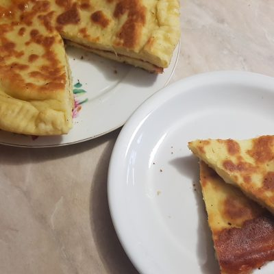 Лепешки с сыром на кефире - рецепт с фото