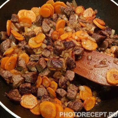 Фото рецепта - Говядина с фасолью в томатном соусе - шаг 4