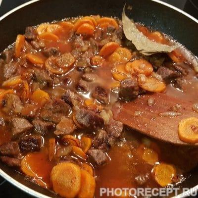 Фото рецепта - Говядина с фасолью в томатном соусе - шаг 5