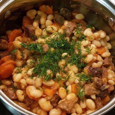 Говядина с фасолью в томатном соусе - рецепт с фото