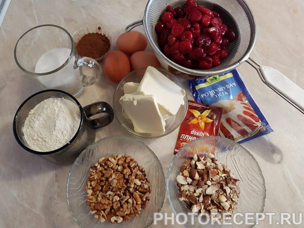 Фото рецепта - Пирог с орехами и вишней - шаг 1