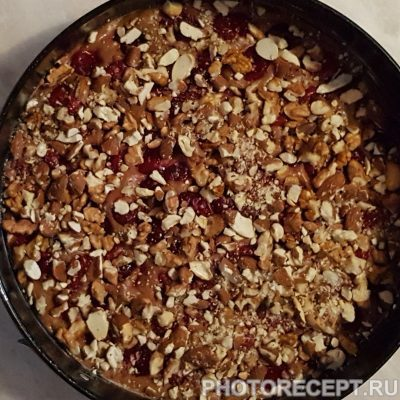 Фото рецепта - Пирог с орехами и вишней - шаг 6