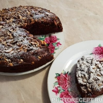 Пирог с орехами и вишней - рецепт с фото