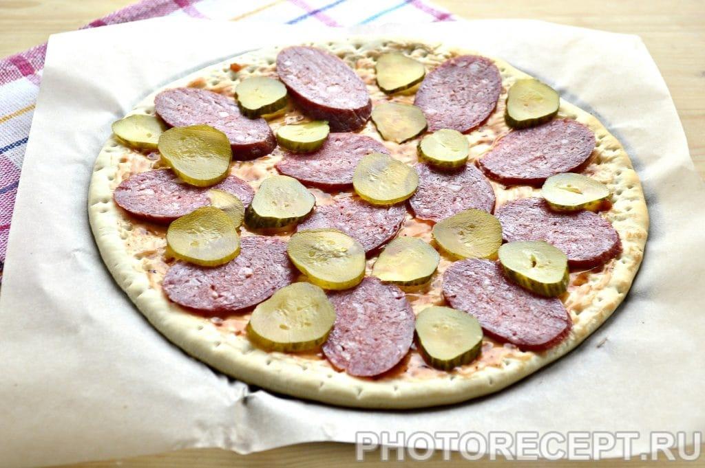Фото рецепта - Пицца с соленым огурцом - шаг 3
