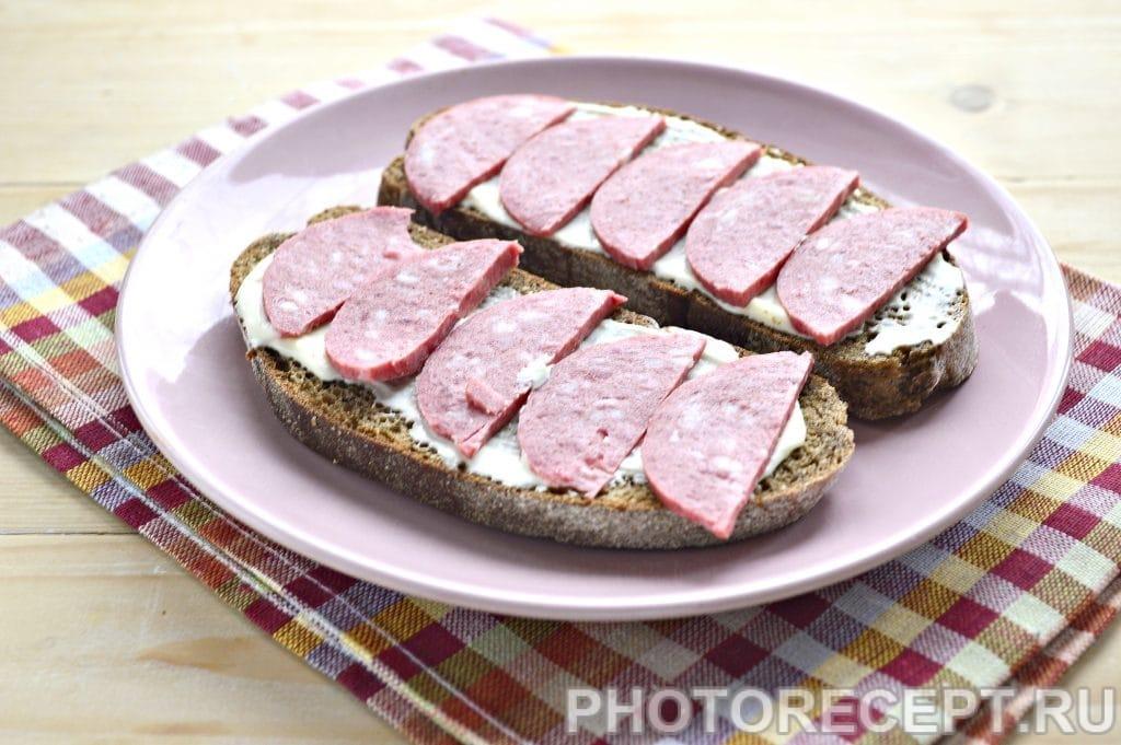 Фото рецепта - Горячие бутерброды в микроволновке - шаг 3