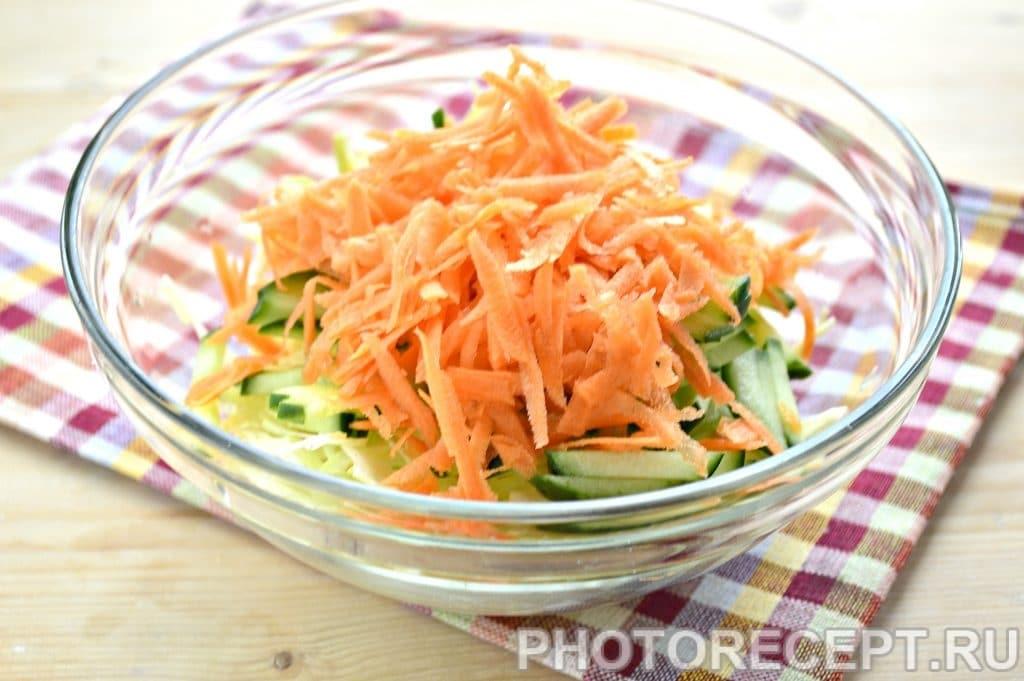 Фото рецепта - Капустный салат с сельдереем и кукурузой - шаг 3