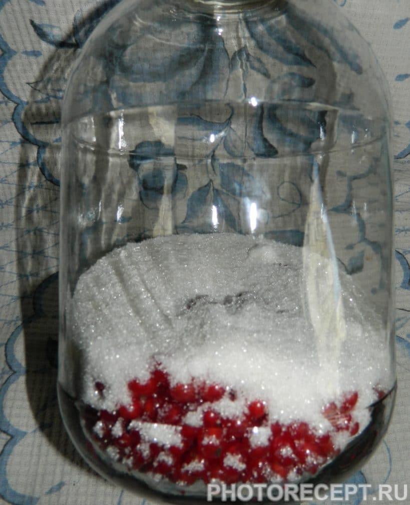 Фото рецепта - Компот из красной смородины на зиму - шаг 3