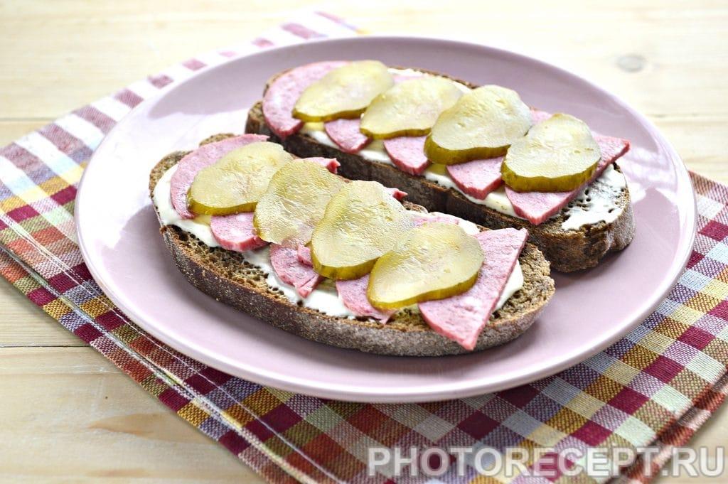 Фото рецепта - Горячие бутерброды в микроволновке - шаг 4