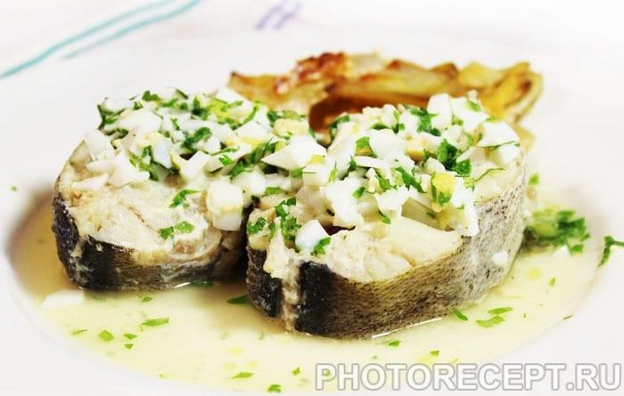 Фото рецепта - Отварная рыба по-польски - шаг 6