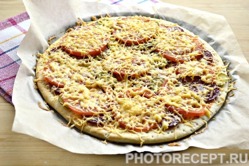 Фото рецепта - Пицца с соленым огурцом - шаг 6
