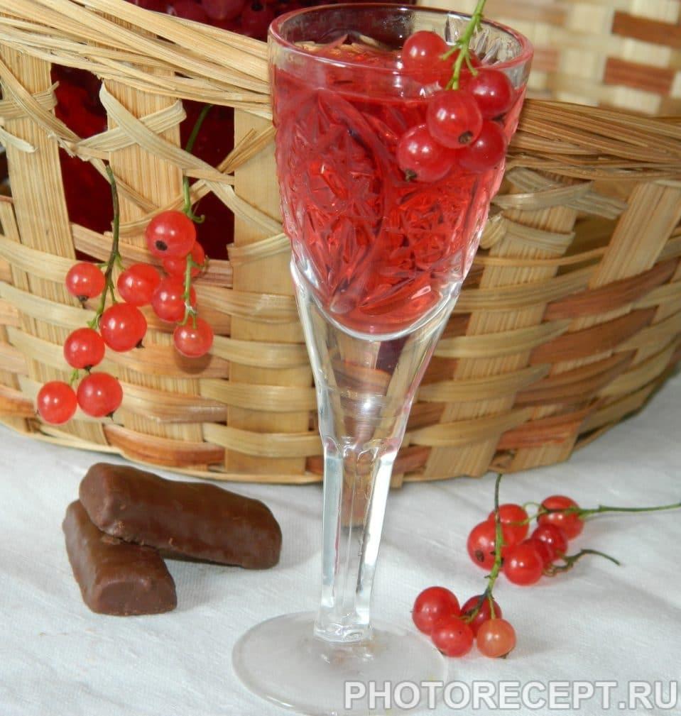 Фото рецепта - Настойка на водке из красной смородины - шаг 5