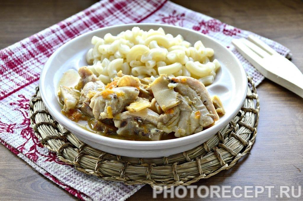 Фото рецепта - Курица, тушеная с грибами на сковороде - шаг 6