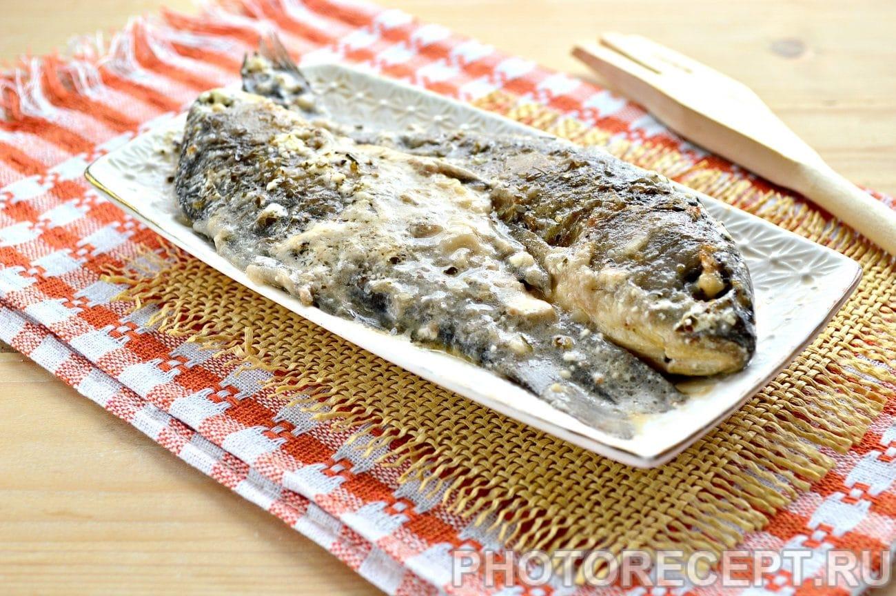 Рыба тушеная в сметане