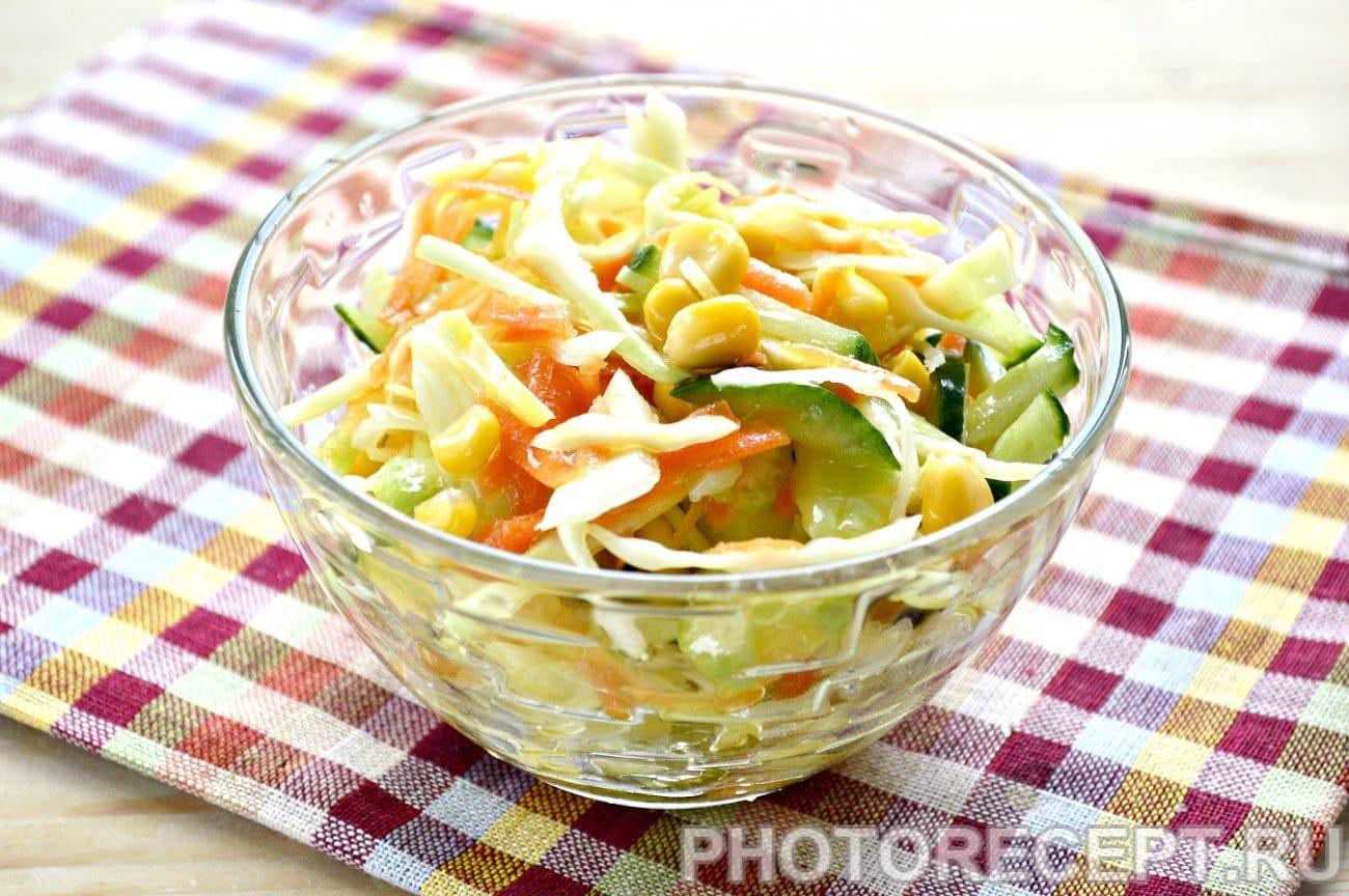 Капустный салат с сельдереем и кукурузой