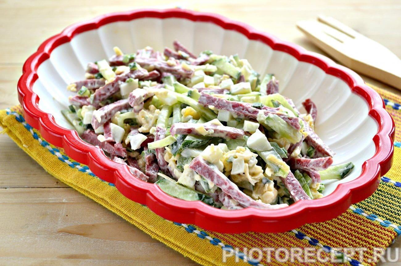 Салат из копчёного сыра, петрушки и чеснока - рецепт пошаговый с фото