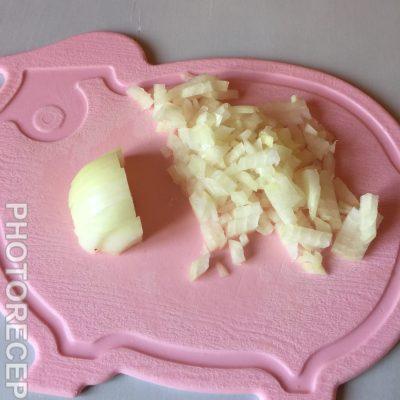 Фото рецепта - Сырный суп на курином бульоне - шаг 2