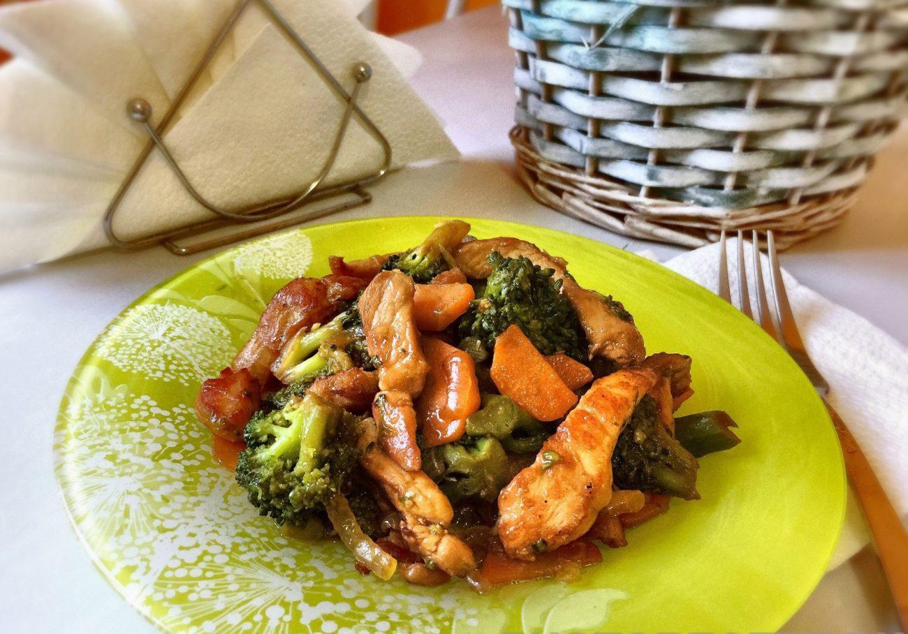 Жареное мясо из свинины с брокколи