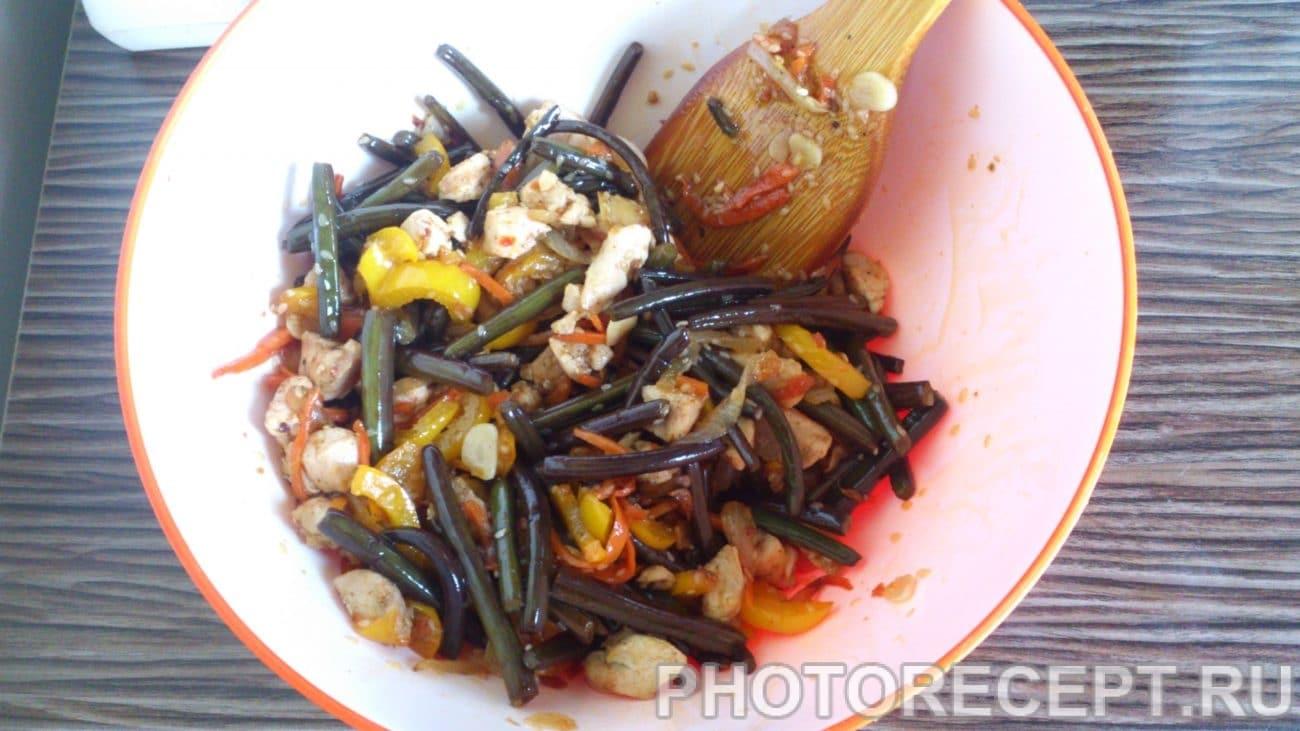Закуска – курица с папоротником и овощами