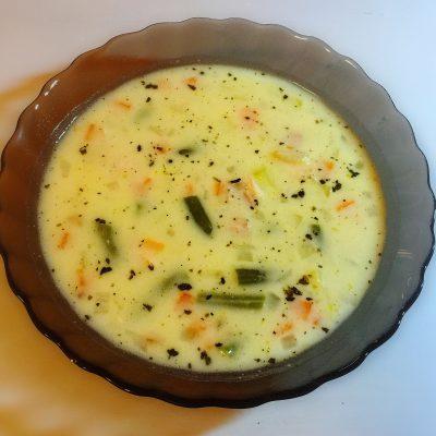 Сырный суп на курином бульоне - рецепт с фото