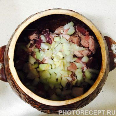 Фото рецепта - Жаркое по-домашнему в горшочках - шаг 5