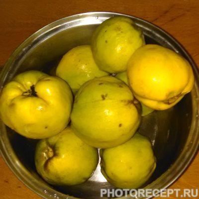 Фото рецепта - Ликер из айвы и ананаса - шаг 1