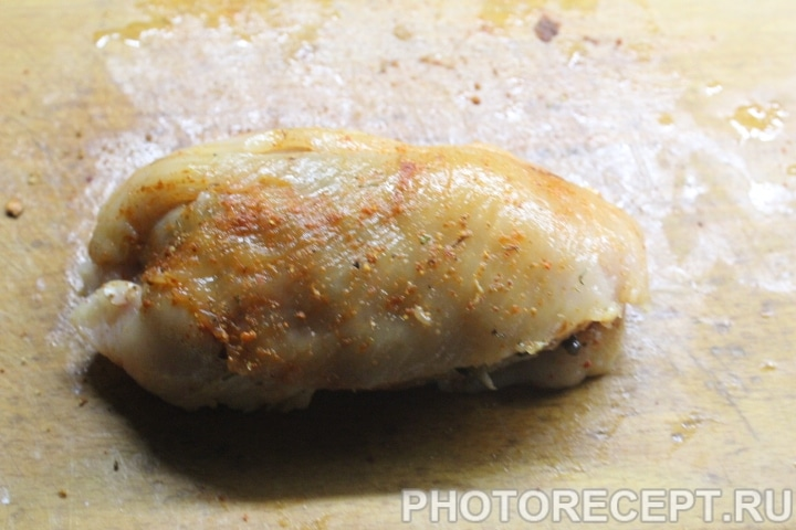 Фото рецепта - Куриный рулет с грибами - шаг 8