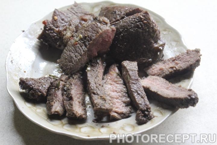 Фото рецепта - Стейк из говядины в винном маринаде - шаг 10