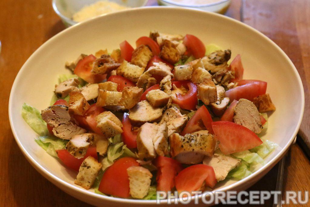 Фото рецепта - Салат Цезарь с курицей - шаг 4