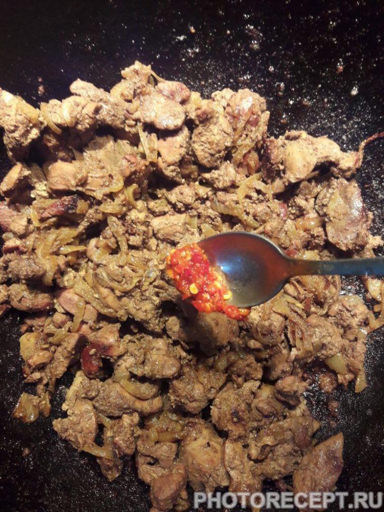 Фото рецепта - Тушеная куриная печень - шаг 6