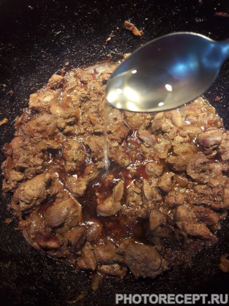 Фото рецепта - Тушеная куриная печень - шаг 8