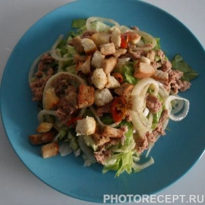 Фото рецепта - Пикантный рыбный салат с тунцом - шаг 6