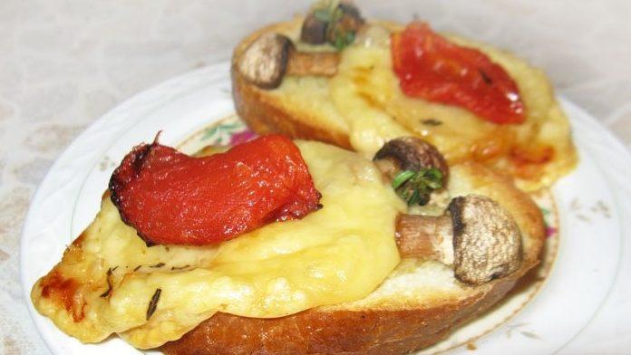 Брускетты (бутерброды) с сыром и грибами