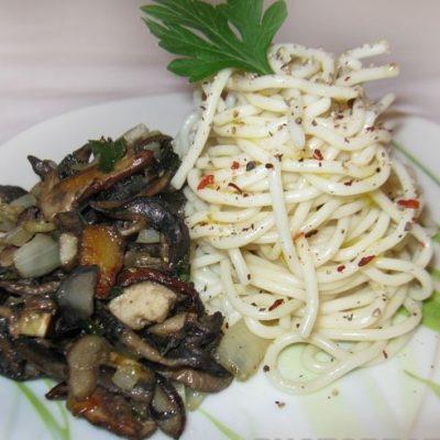 Спагетти с белыми грибами - рецепт с фото