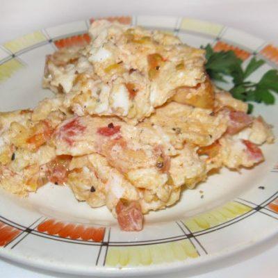 Яичница-болтунья с помидорами - рецепт с фото