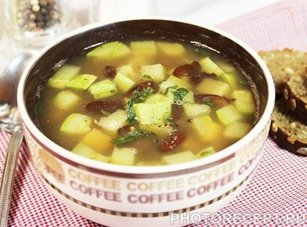 Овощной суп из кабачков и фасоли