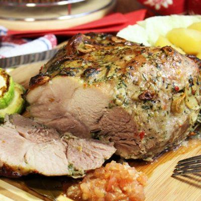 Запеченное мясо в рукаве с картофелем - рецепт с фото