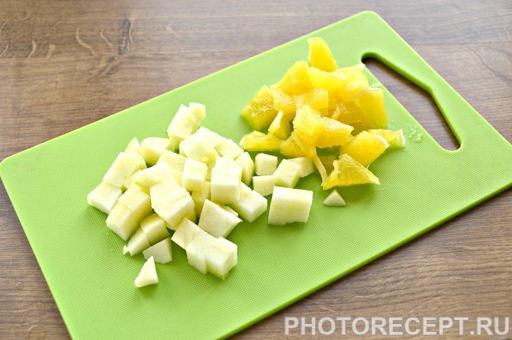 Фото рецепта - Праздничный куриный салат с апельсином и черносливом - шаг 2