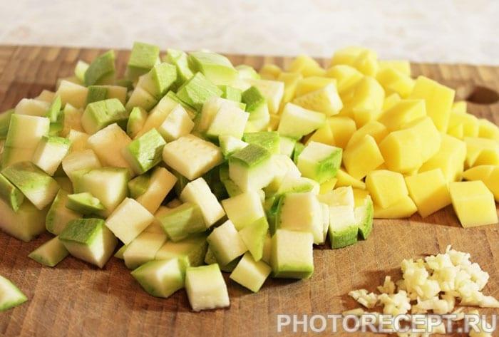 Фото рецепта - Овощной суп из кабачков и фасоли - шаг 2