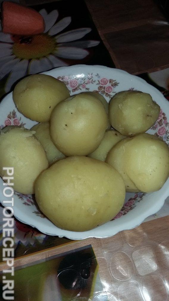 Фото рецепта - Картошка в сметанном соусе - шаг 1