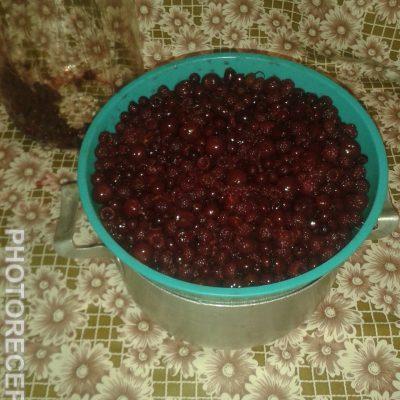 Фото рецепта - Наливка 33 ягоды - шаг 3